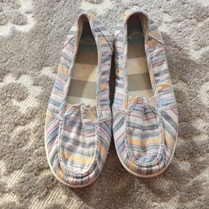 Shoes - Roxy flats